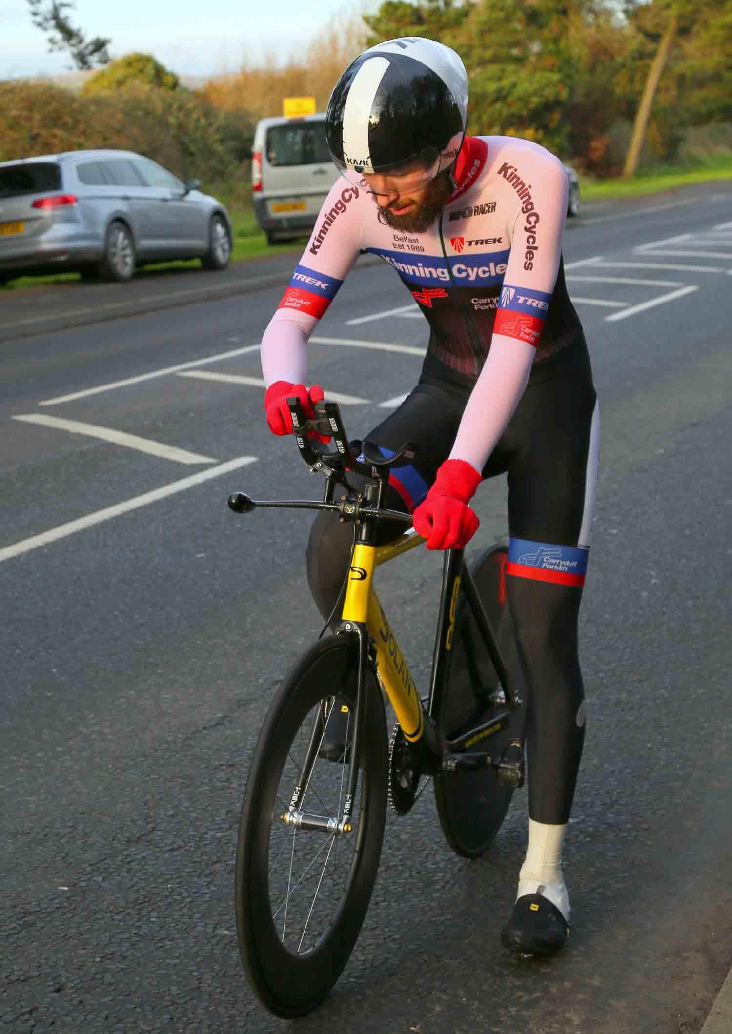 Five times winner Ian Inglis (Kinning) looks focused at the start.